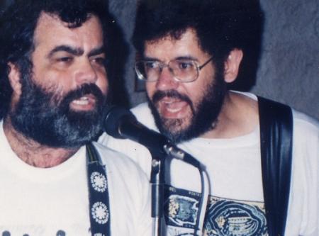 Marco e Ayrton (jam sessiom numa feirinha de discos em casa)